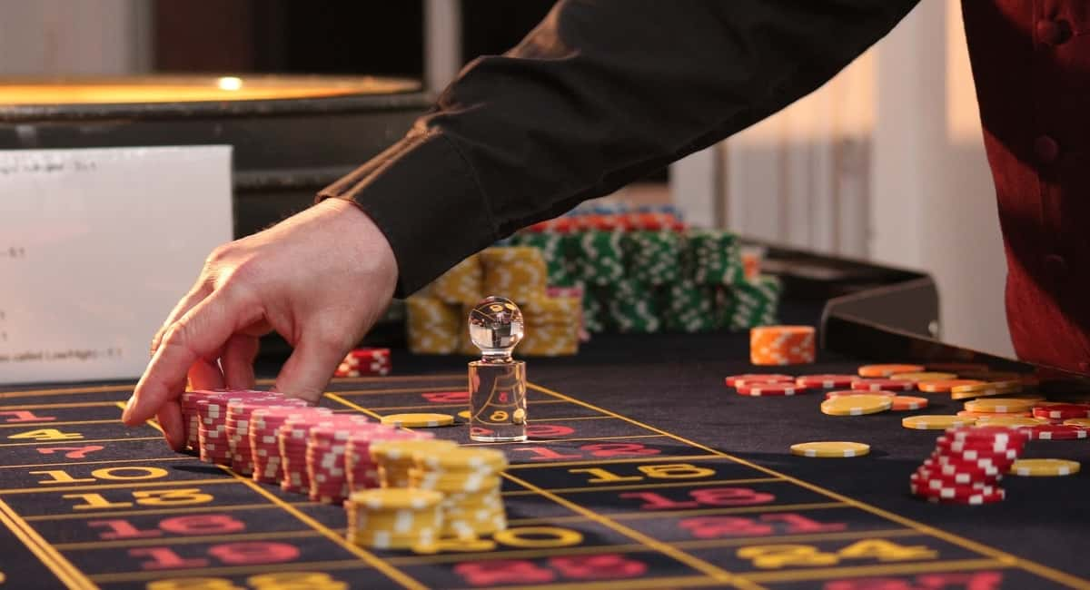 How to Make a Massive BTC Win Playing Online Casino Games: Bitcoin Meet Vegas, Baby!