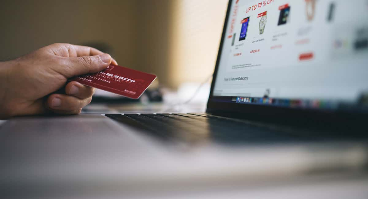The pros and cons of an airline credit card: An unbiased review